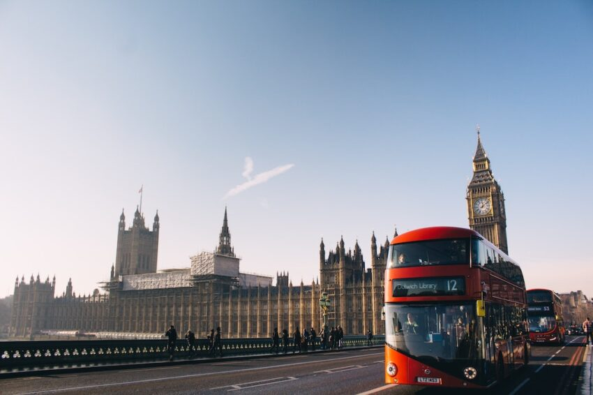 London with red bus